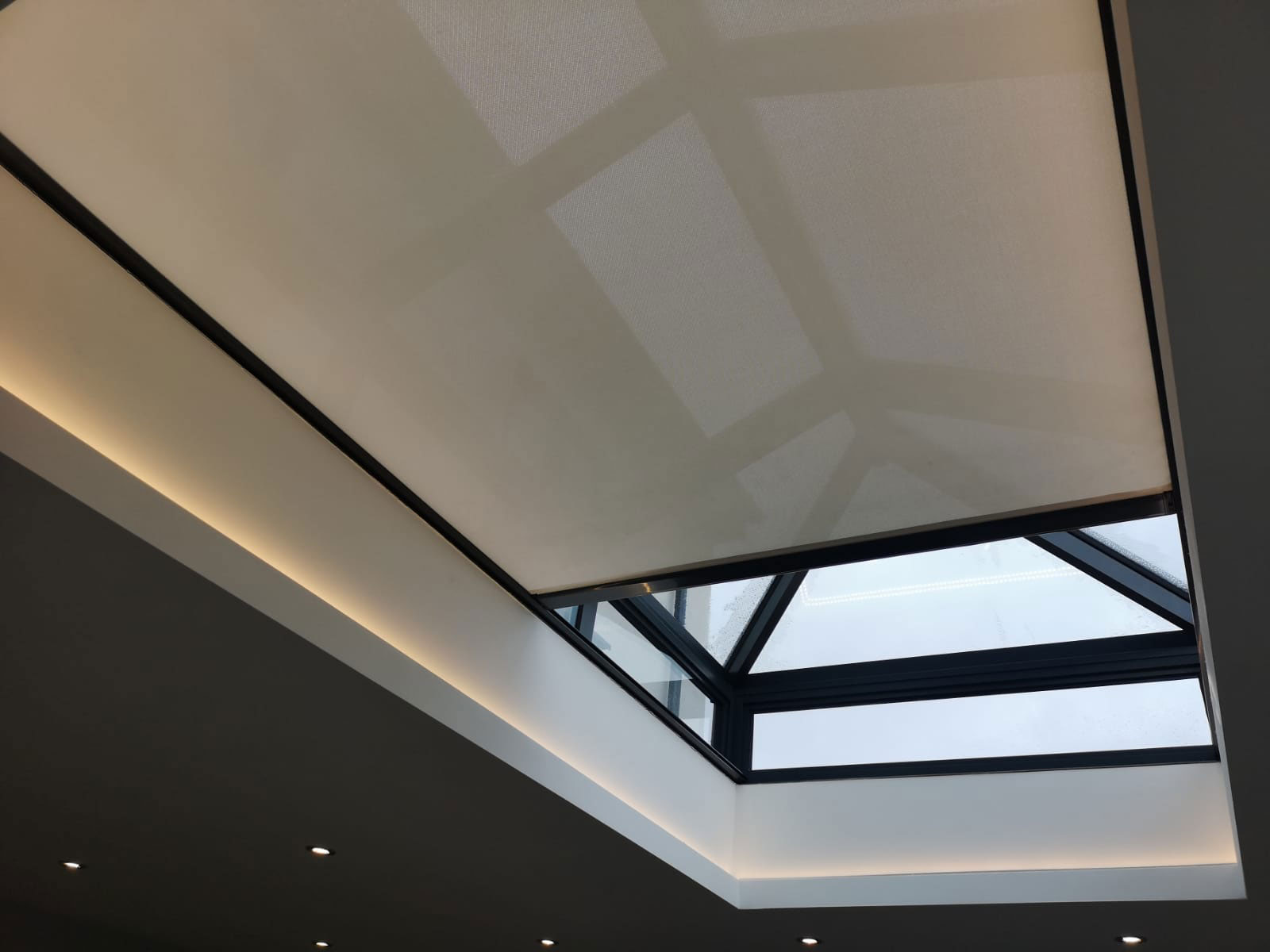 made-to-measure-skylight-blind-contemporary-home