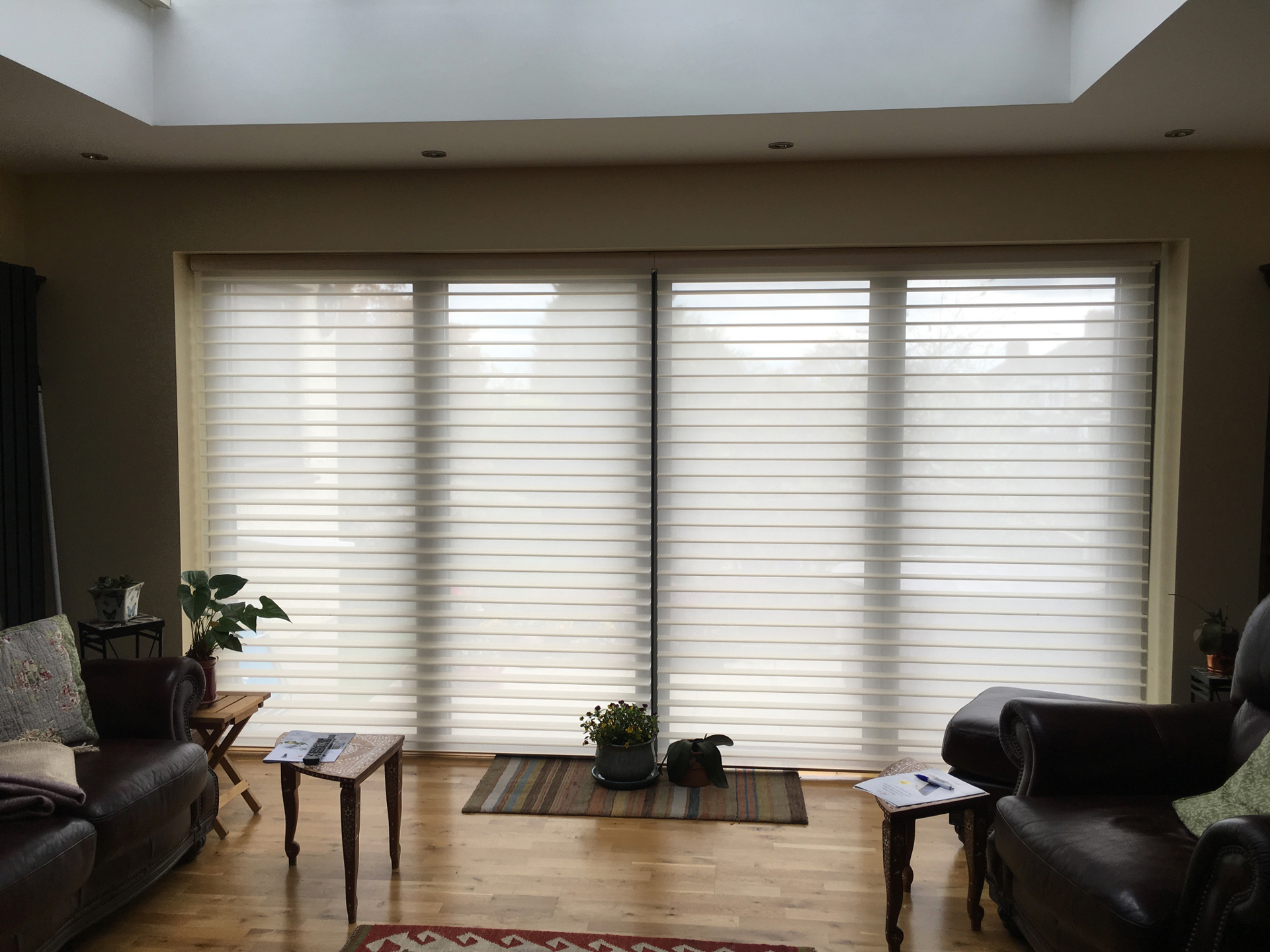 sihlouette-pirouette-living-room-blinds